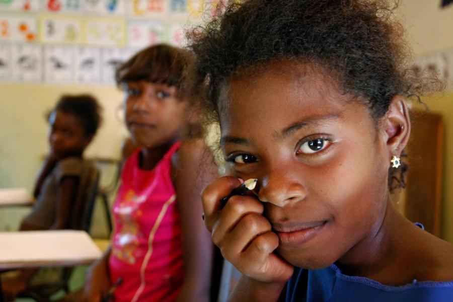 3 niñas en su clase