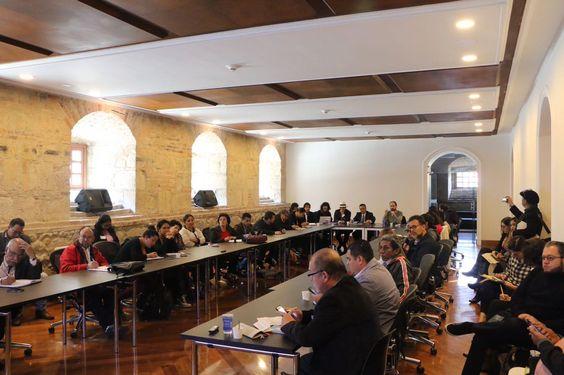 Mesa de discusión en el  Senado de la República de Colombia