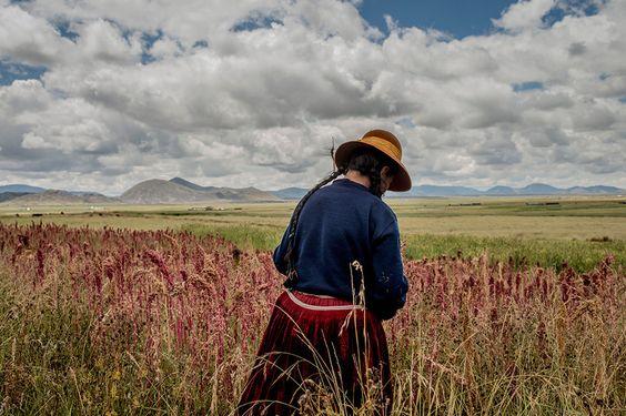 Mujer campesina en el campo