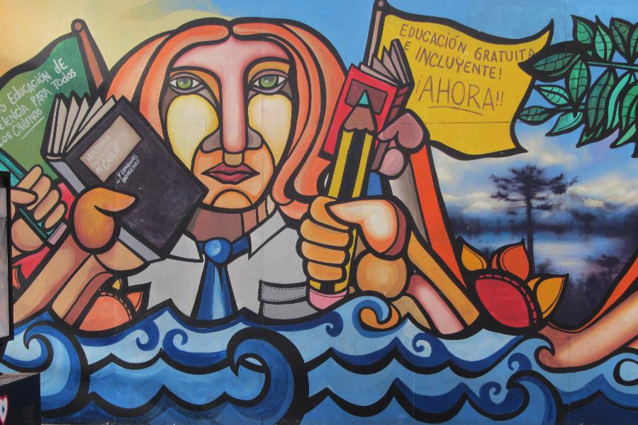 Mural realizado por la Brigada Ramona Parra para el 1 festival de intervención urbana Hecho en Casa 2012, en Chile