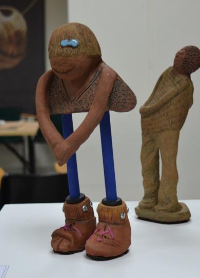 """""""Rosa"""" escultura en cerámica. Pieza de la exposición Presencias en la escuela de Mariate Forero."""